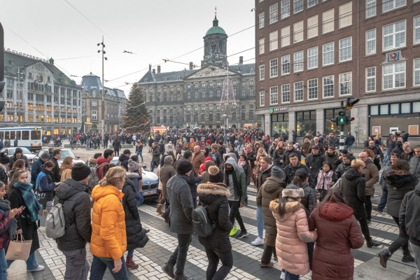 Drukte in Amsterdam | Foto: Theo Baart