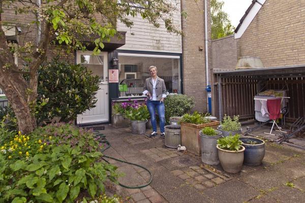 Denise Abbas in haar wijk Pax.