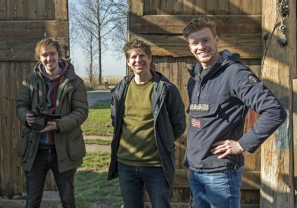 Foto: Kees van der Veer. VLNR Stefan Hilterman (Filmmaker), Gijs de Waal en Sam Langeveld (Sam zit in het 4e jaar voor de opleiding bouw aan het NOVA-college en loopt stage bij Gijs)